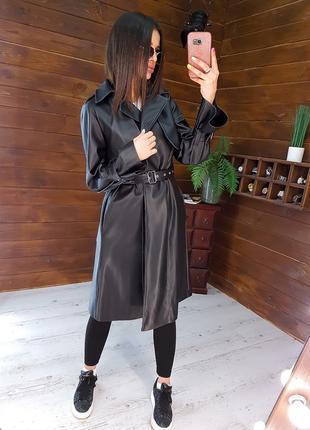 Кожаный тренч с лацканами черного цвета