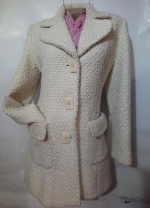 Стильное пальто букле,молочного цвета./ concept uk /.