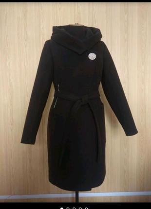 Демисезонное кашемировое пальто с капюшоном