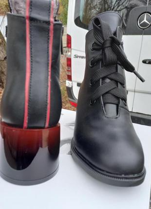 Кожаные зимние ботинки на каблуке