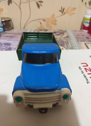 Детская игрушка машинка