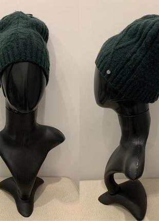 Вязаная шапка бутылочного цвета шапочка mohito