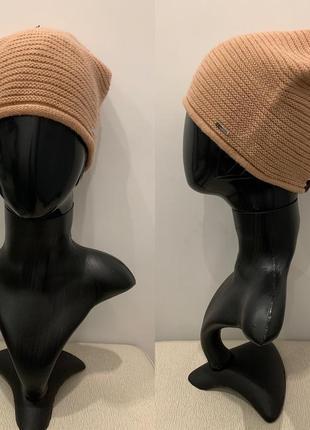 Бежевая песочная шапка mohito