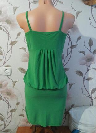 Платье сочно-зеленого цвета