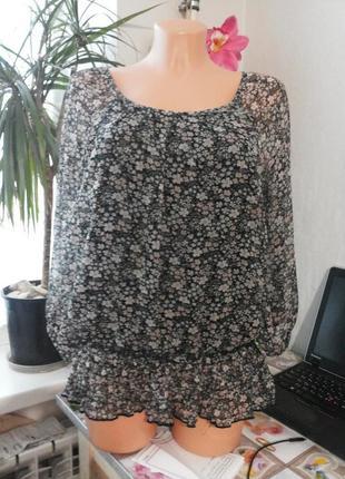 Нежная воздушная блузка в цветочный принт