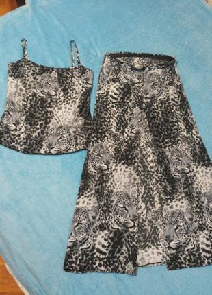 Летний костюм майка+юбка в пол с разрезом спереди в леопардовы...