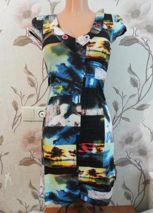 Яркое цветное платье-футболка по фигурке