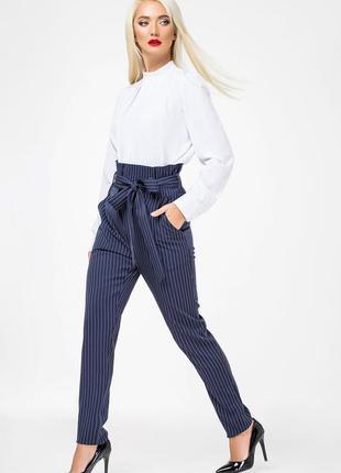 Оригинальные женские брюки с завышенной талией.