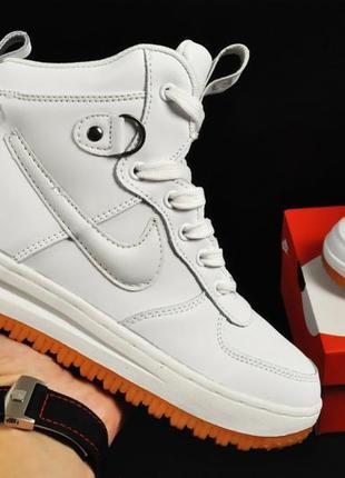 Женские зимние белые  ботинки кроссовки найк