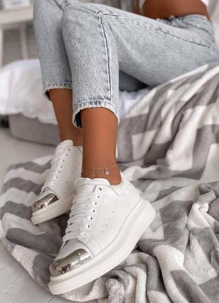Белые кеды с железными носками