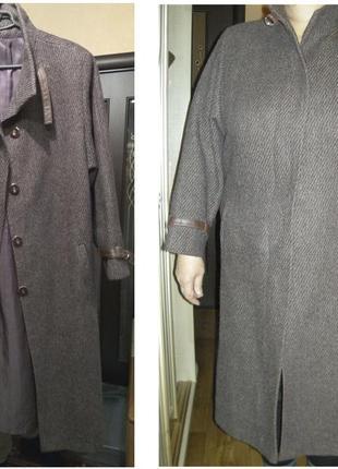 Демисезонное драповое пальто  (52 размер)