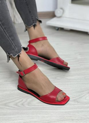Женские кожаные босоножки без каблука
