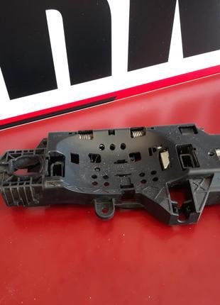 Кронштейн ручки передней двери Audi A4 B9 VAG 8W02837812A