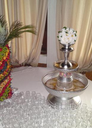 Заказать фонтан для напитков на свадьбу