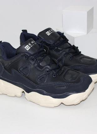 Мужские кроссовки на объемной светлой подошве