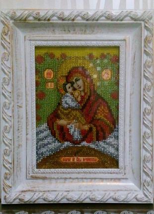 Почаевская икона Божьей Матери вышита бисером