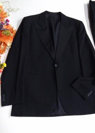 Мужской черный костюм размер 52