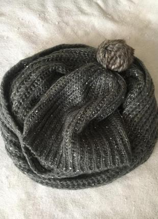 Стильный серый комплект снуд шарф и шапка