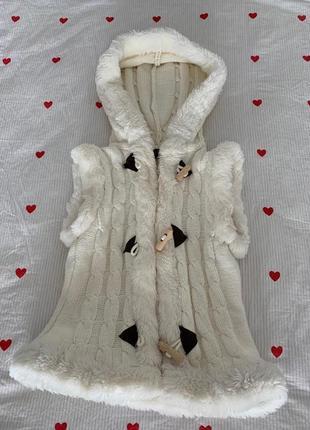 Меховая жилетка на застежке с капюшоном новый год