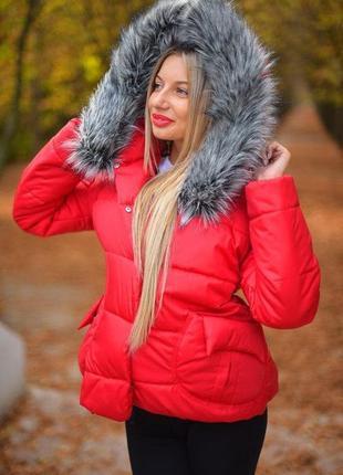 Зимняя куртка с мехом и большими карманами