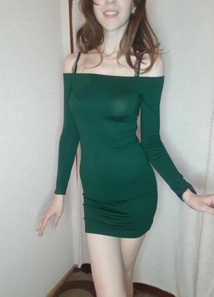 Зеленое мини трикотажное мини платье