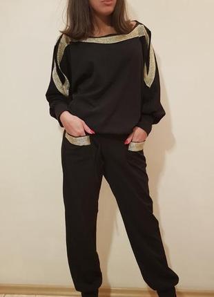 Прогулочный костюм в стиле спорт-шик