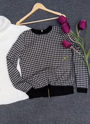 Крутой обемный свитер с молнией на спинке раз. м