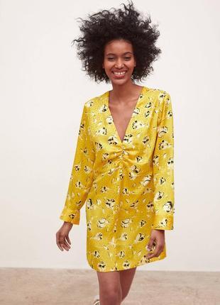 Трендовое желтое платье в цветы с длинным рукавом zara