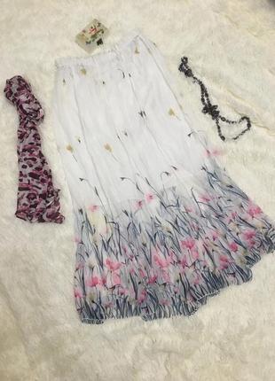 Длинная летняя белая юбка в цветы в пол