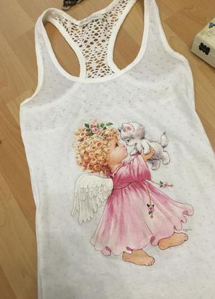 Белая майка - борцовка с красивым рисунком