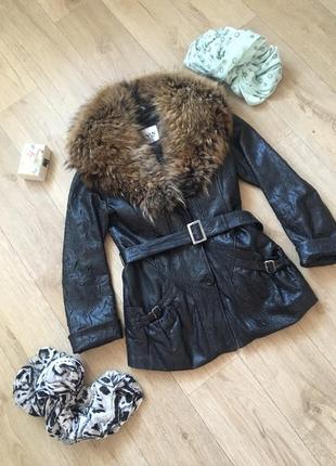 Тёплая кожаная куртка с воротником с натуральным мехом