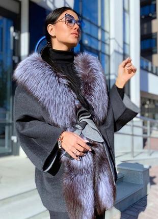 Пальто женское с натуральным мехом чернобурки