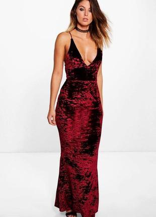 Длинное вечернее бордовое бархатное платье макси с открытой сп...