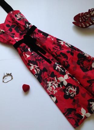 Красное пышное платье миди с пышной юбкой в стиле винтаж
