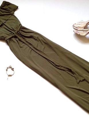 Длинное летнее платье макси с открытыми плечами цвета хаки