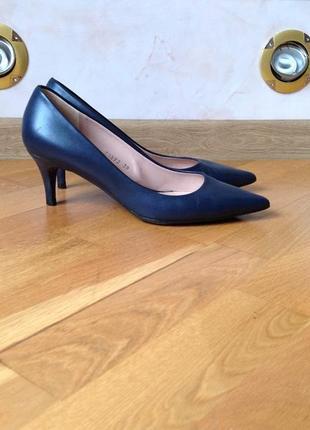 Кожаные туфли лодочки средний каблук