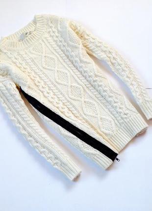 Светлый белый длинный шерстяной удлиненный теплый свитер с кос...