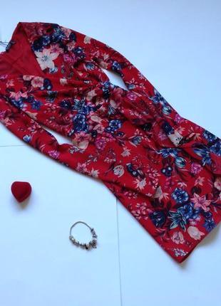 Красное платье в форме запаха bershka