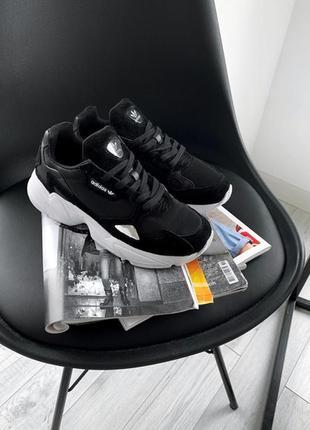 Шикарные женские кроссовки adidas falcon core black white