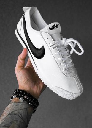 Шикарные мужские кроссовки nike cortez white black белые с чёрным