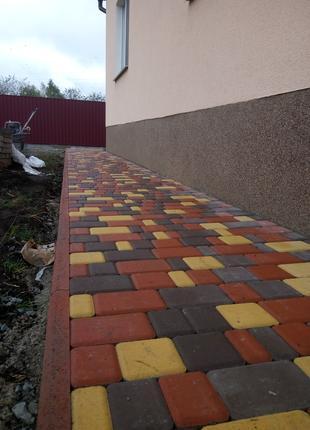 Укладка тротуарной плитки .