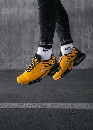 Шикарные мужские кроссовки nike air max plus tn yellow black ж...
