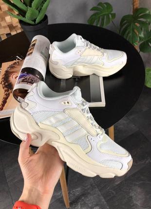 Кроссовки adidas x naked magmur runner cream white
