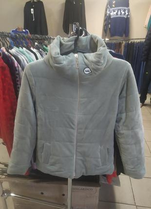 Женская весенняя куртка .
