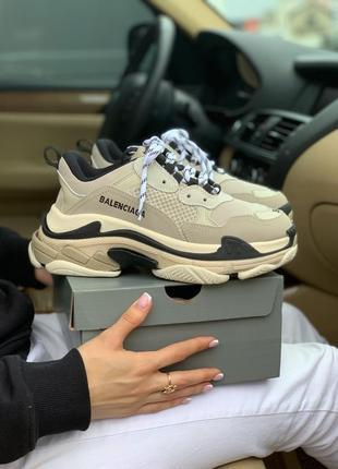 Шикарные женские кроссовки balenciaga triple s beige
