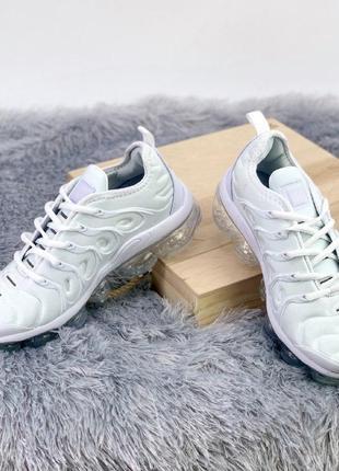 Шикарные женские кроссовки  nike air vapormax plus tn all white