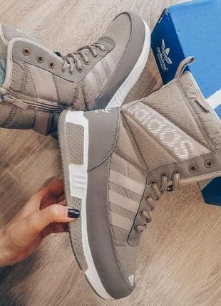 Шикарные женские зимние сапоги adidas бежевый с белым