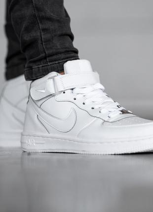Шикарные зимние кроссовки  nike air force white
