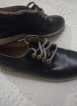 Чудові шкіряні туфлі 35 р.