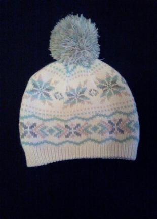 Красивая зимняя шапка для девочек с бубоном.